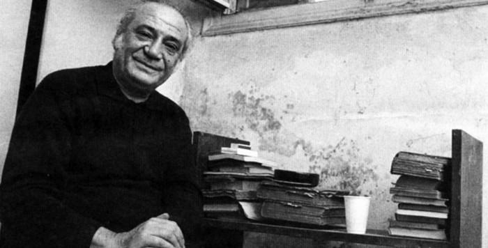 ΣΤΟΝ ΝΙΚΟ ΚΑΡΟΥΖΟ (1995) ΣΕ ΜΙΑ ΜΠΑΡΑ...